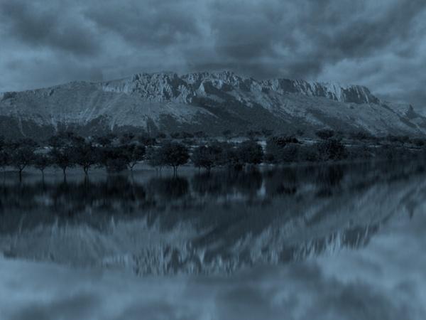 Paisaje de noche con reflejo en Photoshop